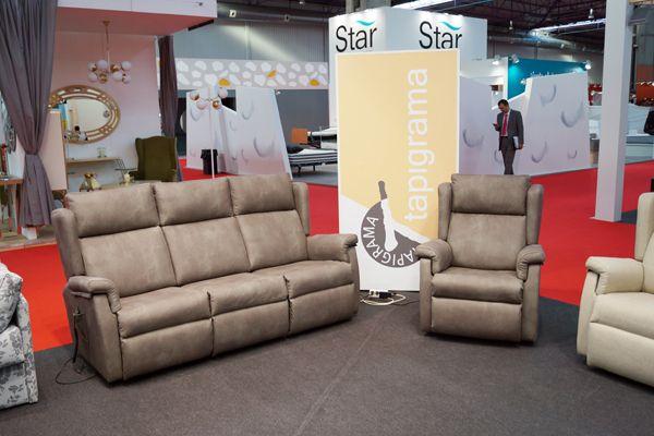Presentación sofá modular junto con sillón levantapersonas