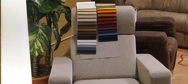 El sillón levantapersonas combina